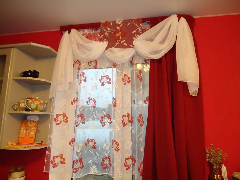 Красно белые шторы