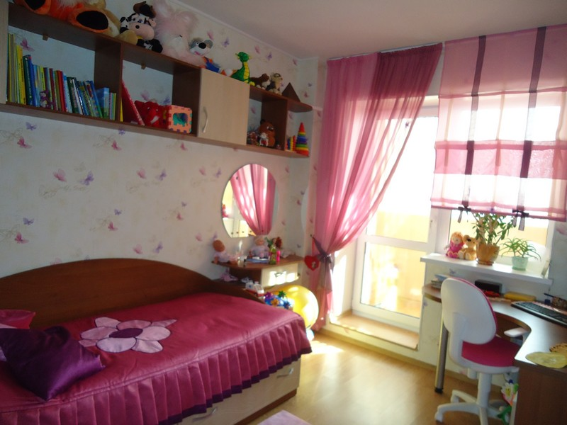 Оформление текстилем комнаты спальни комната с балконом..